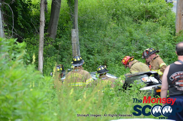 MVA With Entrapment On S. Mountain Rd - DSC_0026.JPG