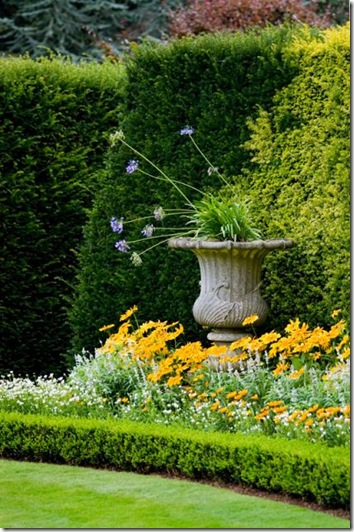 garden-with-urn_preview