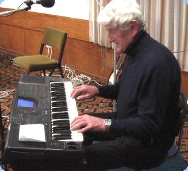 Professional musician, Bennie Gunn, brought along his favourite keyboard - his Technics KN2000. Probably the most advanced keyboard when released and still sounding terrific today - especially in the hands of a consumate 'pro'. Excellent music and musicianship.