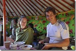 07-14 khongor 036 jella et Marc dejeuner sous gers
