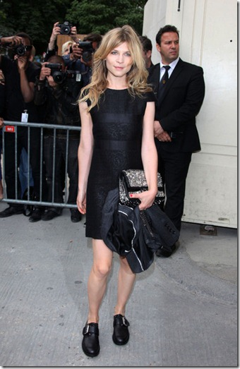 Clemence Poesy Celebs Chanel Fashion Show VNUU393hVQ2l