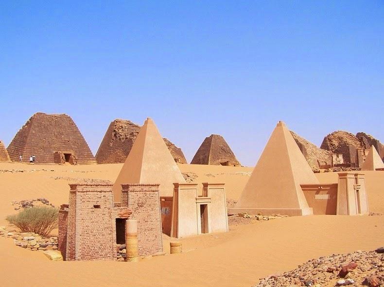 pyramids-nubian-1