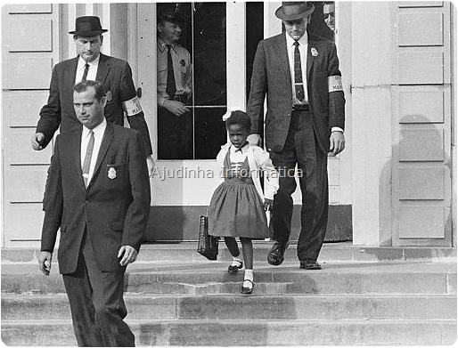 Em 14 de novembro de 1960, Ruby Bridges, uma menina de seis anos de idade, foi levada à escola em Nova Orleans, EUA, por uma escolta de policiais federais