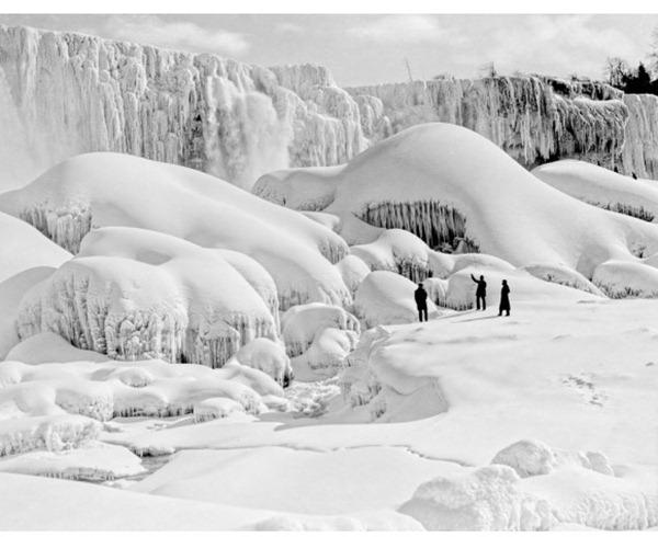 Frozen Niagara Falls, NY, USA