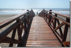 Pasarela de bajda a la playa