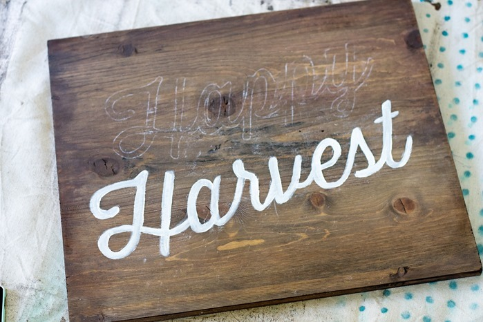 How to transfer stencil onto wood using chalk, hand painted wood Halloween sign