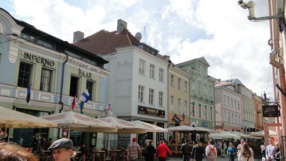 Rua lotada em Tallinn