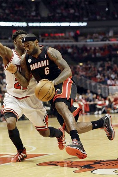 James Debuts new LeBron X PS Elite Away PE as Heat Grab 31 Lead