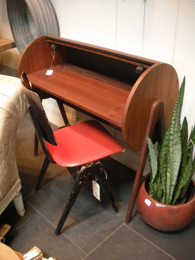 Such a modern design for this little roll-top desk; I'm thinking of Jude!