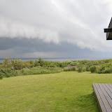 Udsigt over fynshav fra sommerhuset og en stor tordensky på vej