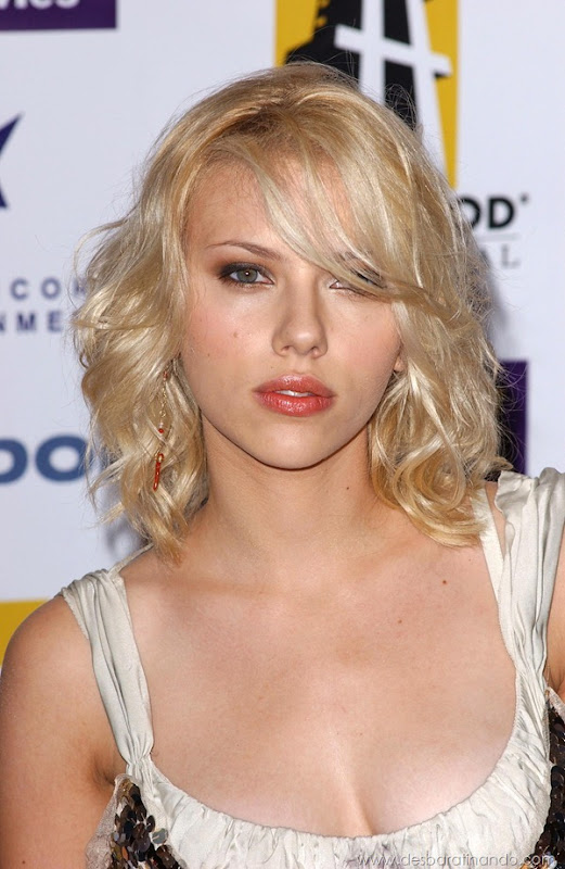 Photo by: Lee Roth/starmaxinc.com ©2004 ALL RIGHTS RESERVED Telephone/Fax: (212) 995-1196 10/18/04 Scarlett Johansson at the 8th Annual Hollywood Film Festival Hollywood Awards Gala Ceremony. (Beverly Hills, CA)