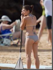 danica-patrick-blue-bikini-hawaii-05-675x900