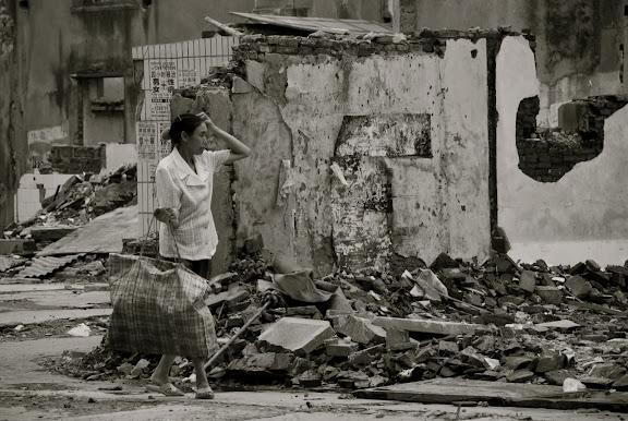 Habitations détruites à Shanghai - La récolte de gravas