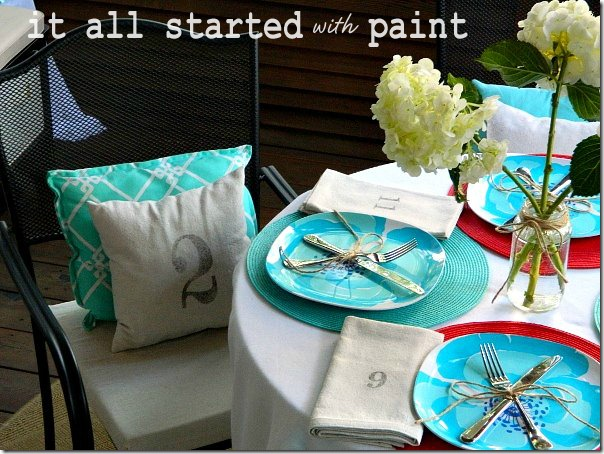 screen_porch_outdoor_dining_table_setting