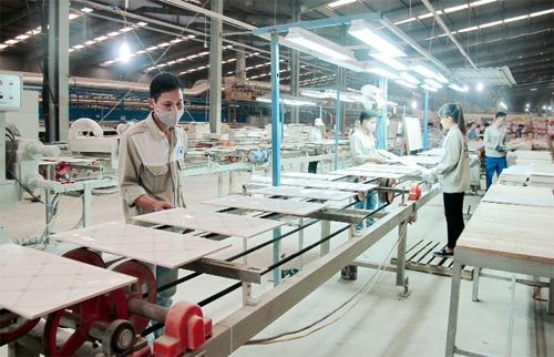 Sản xuất gạch cao cấp thương hiệu CMC trên dây chuyền của Italia và Tây Ban Nha.