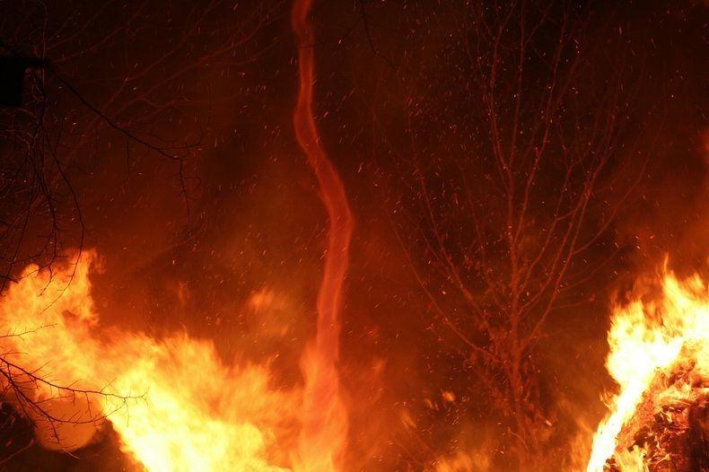 fire-tornadoes-4