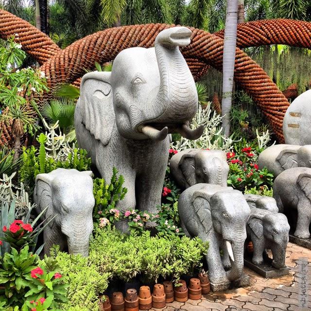 2012. Nong Nooch. Thailand. Pattaya. Добрый слон, для приманивания добрых духов.