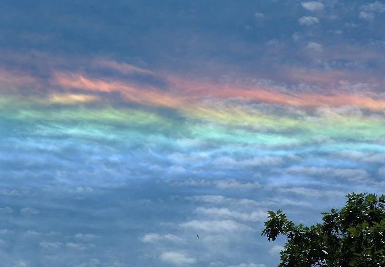 قوس القزح يغازل سطح المكتب/ Rainbow Flirts Desktop fire-rainbows-6%25