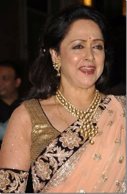 Hema_Malini_Kundan_Necklace_at_Esha_Sangeet_Party_2