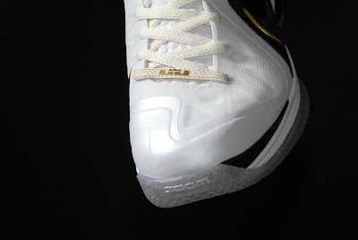 nike lebron 9 ps elite white gold home 9 15 kenlu LeBron 9 P.S. Elite White/Gold (Home) & Black/Gold (Away)