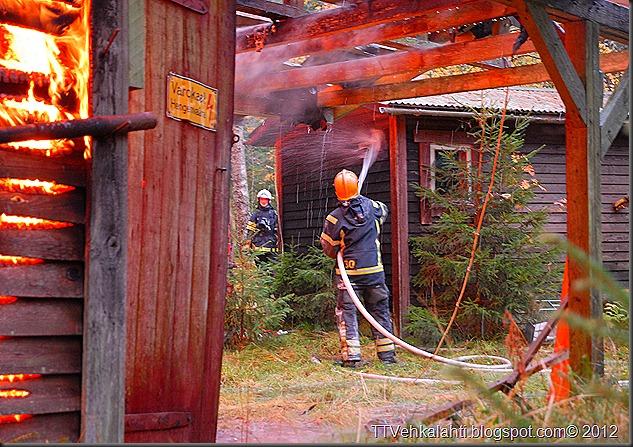 24H palomiehenä ulkorakennuksen polttaminen 234
