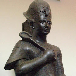 59 - Otra estatua sedente de Ramses II