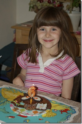 2011_1017_Sarah-bdaycupcake-1