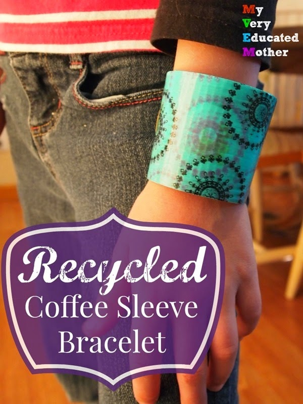 #CraftLightning Recycled Craft - Coffee Sleeve Bracelet via @mvemother