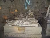2014.09.09-034 gisants dans les caves
