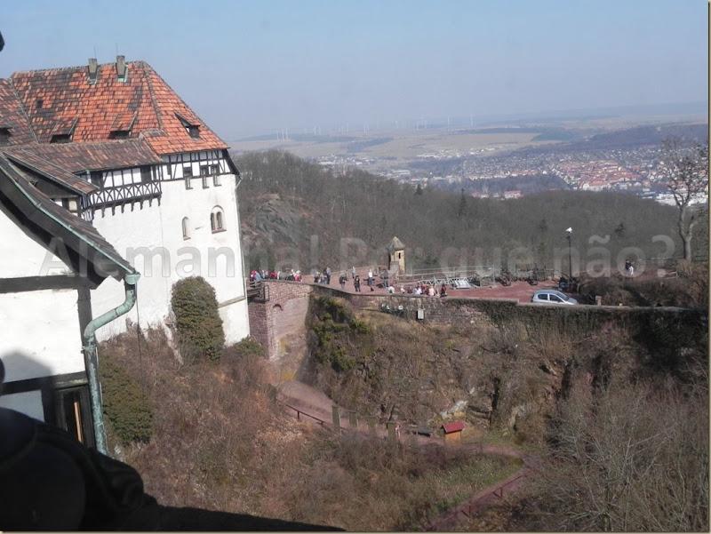 Vista de uma das janelas do castelo. Ao fundo a cidade de Eisenach
