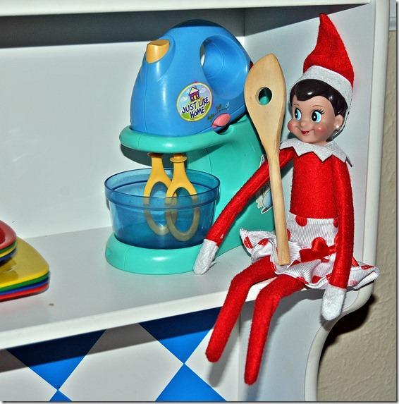 Elf on the Shelf Day 5-9 009
