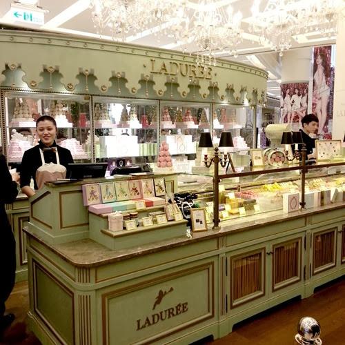 Weis life - L'OCCITANE Café - look 11