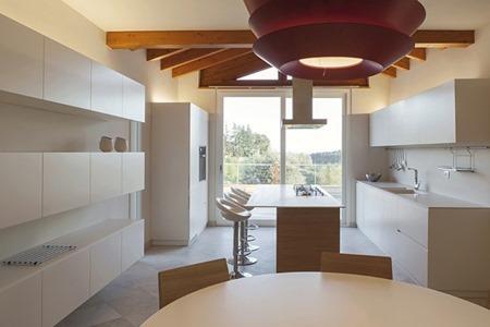 Area De Interiorismo Cocina Blanca Con Detalle Rojo