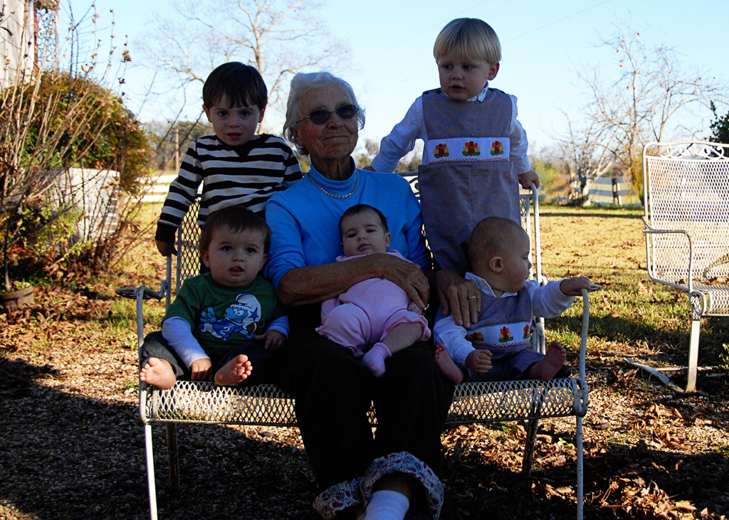 [grandma%2520with%2520kids%255B4%255D.jpg]