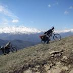 Далее нам предстояло подняться снова на высоту более 2100 метров на Лысые горы, откуда открывается прекрасный вид на Главный Кавказский хребет. С погодой нам повезло и ожидаемого в мае снега на верху не оказалось, что позволило полноценно восхититься красотой гор.