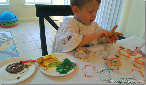 Cookie cutter painting, kids's art, fall leaves