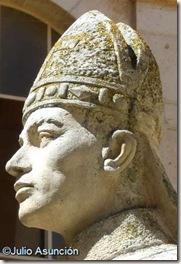 Estatua de Jiménez de Rada - Monasterio de Santa María de Huerta