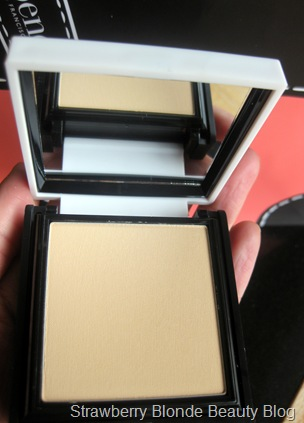 Benefit-Hello-Flawless-powder-champagne-pics