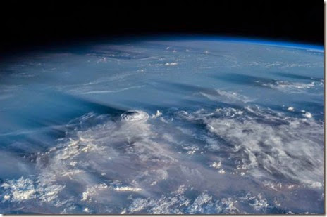 earth-space-200-miles-043