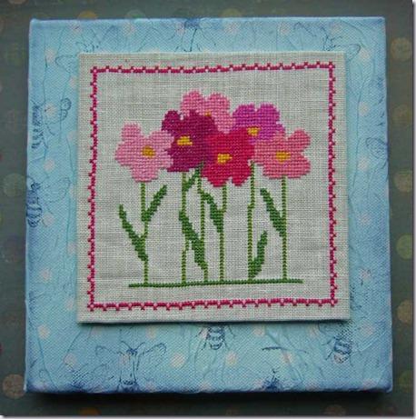 bloemen-op-blauwe-achtergro