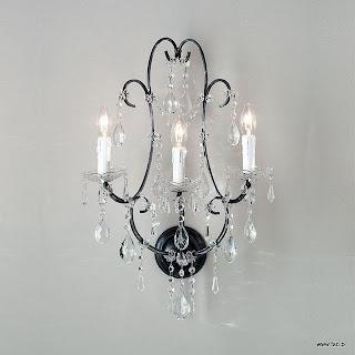 Kinkiet z kryształami. Wykończenie srebrno-szare, dekoracja - kryształki murano. Wys 650 mm, Szer 380 mm, Światło 3 x 40W E14 typu świeca.