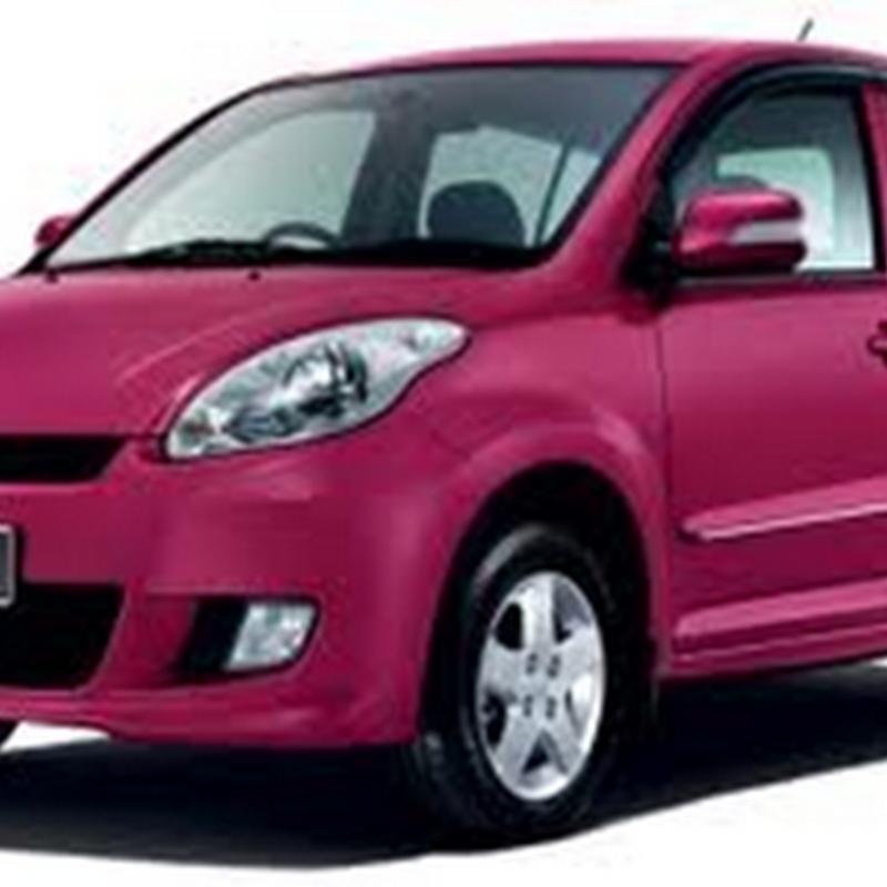 Wah , kereta tu pink color lagi !