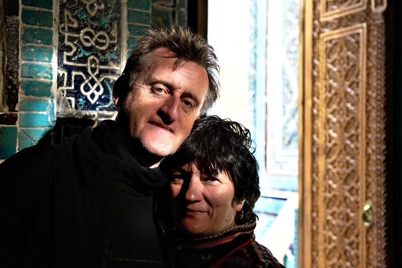 John si sotia lui, calatori prin lume.