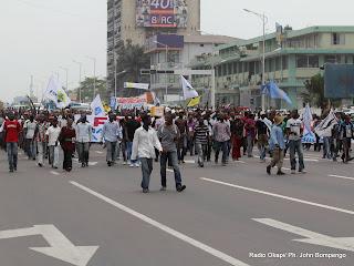 Les partisans de l'opposition marchent sur une des avenues principale de Kinshasa le 1/9/2011, pour la révision du fichier électoral. Radio Okapi/ Ph. John Bompengo