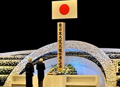 Às 14h46, horário local, o Japão fez um minuto de silêncio para lembrar as vítimas. A cerimônia foi comandada pelo imperador Akihito e pela imperatriz Michiko.
