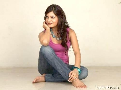 Samantha Prabhu Hot Pics in Jeans 1