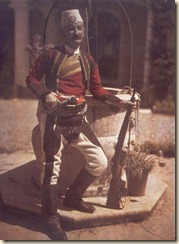 Një Bajraktar i veriut me veshje tradicionale. (foto, Luigi Pellerano)