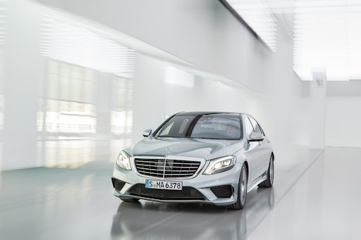 2014-Mercedes-Benz-S63-AMG-10.jpg