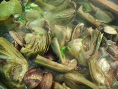 alcachofas con almejas