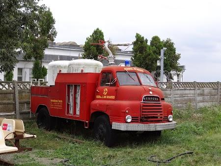 18. Masina istorica - pompieri.JPG